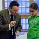 Maxim Vengerov giving autograph to a girl.jpg 225.93 kB